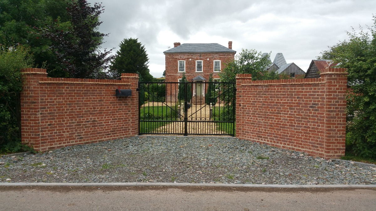 New gateway to listed building