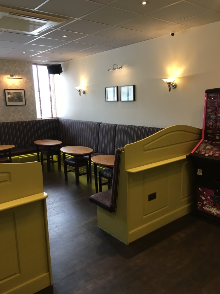 members bar seating area