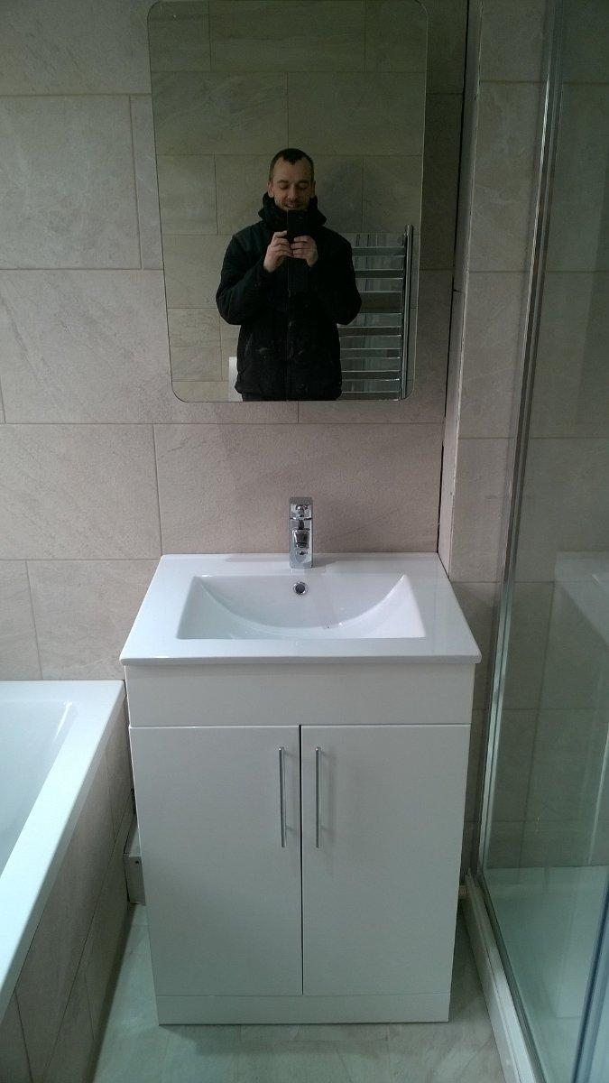 sink/vanity unit/mirror